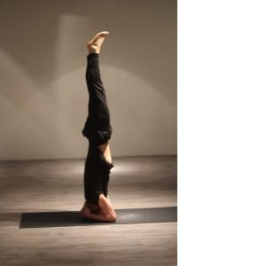 Hoofdstand WORD 300x300 Yoga Poses   Echte aanraders